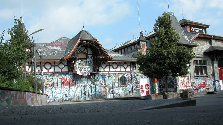 Auf dem Vorplatz der Reitschule Bern wurde am Wochenende illegal gefeiert.