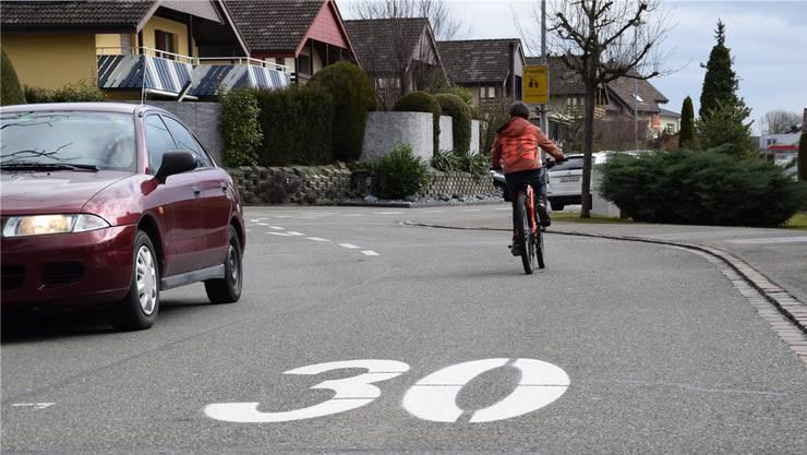 Die Umrüstung auf Tempo 30 würde in Seon 40'000 Franken kosten. (Symbolbild)