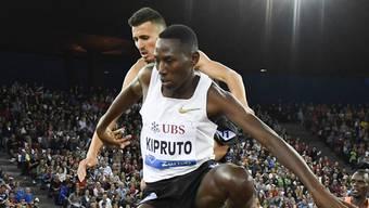 Der Kenianer Conselus Kipruto war über 3000 Meter Steeple siegreich – 2800 davon rannte er mit nur einem Schuh.