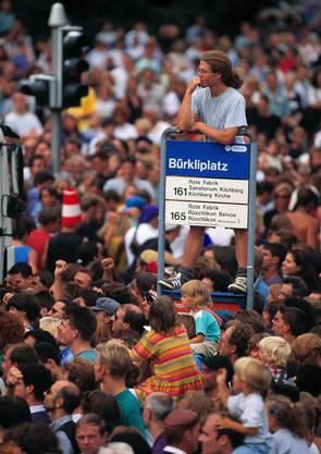 1994 will die Polizei den Anlass die Streetparade verhindern – ohne Erfolg.