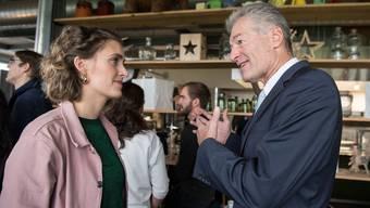 Nach dem Nein zur Selbstbestimmungsinitiative: Flavia Kleiner, Co-Präsidentin von Operation Libero im Gespräch mit Heinz Karrer, Präsident von Economiesuisse.