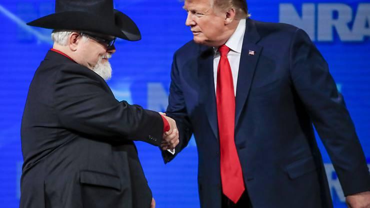 Tastet das Recht auf Waffenbesitz nicht an:  US-Präsident Donald Trump in Indianapolis bei der National Rifle Association (NRA).
