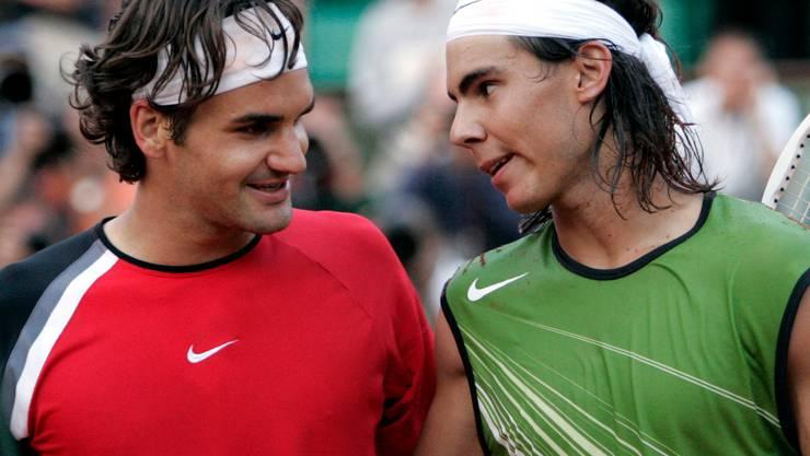 2005: Halbfinal Roland Garros: Nadal s. Federer 6:3, 4:6, 6:4, 6:3 Rafael Nadal reist kurz vor seinem 19. Geburtstag mit der Referenz von fünf Turniersiegen auf Sand (darunter in Monte Carlo, Barcelona und Rom) als Favorit nach Paris, wo er erstmals überhaupt antritt. Federer ist die Nummer 1 der Welt, Titelhalter in Australien, Wimbledon und New York. Nur der Erfolg an der Porte d'Auteil fehlt ihm noch zum Karriere-Grand-Slam. Federer verliert mit 3:6, 6:4, 4:6, 3:6.