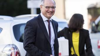 Für die Verteidigung ist Rudolf Elmer ein Whistleblower, für den Staatsanwalt ein Verräter. Das Bild stammt von seinem ersten Prozesstag am Zürcher Obergericht.