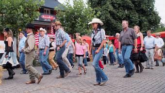 Fans des Wilden Westens kommen beim Line Dance an der diesjährigen Chilbi voll auf ihre Kosten.