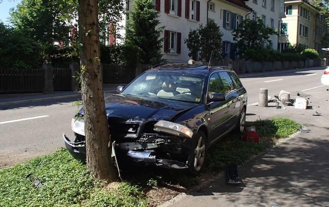 Der 75-jährige Schweizer Lenker blieb unverletzt.