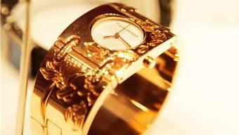 Der verurteilte Schmuckhändler kaufte und verkaufte Schmuck und Uhren im Wert von über einer halben Million Franken.
