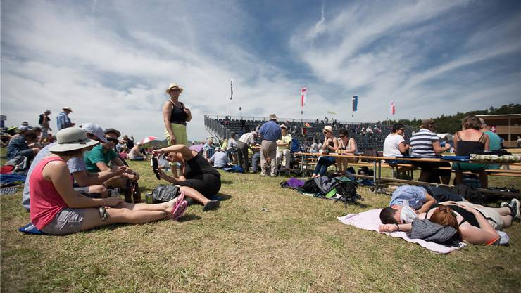 Wer an ein Schwingfest geht, will nicht nur Sport sehen, sondern auch das Zusammensein geniessen.