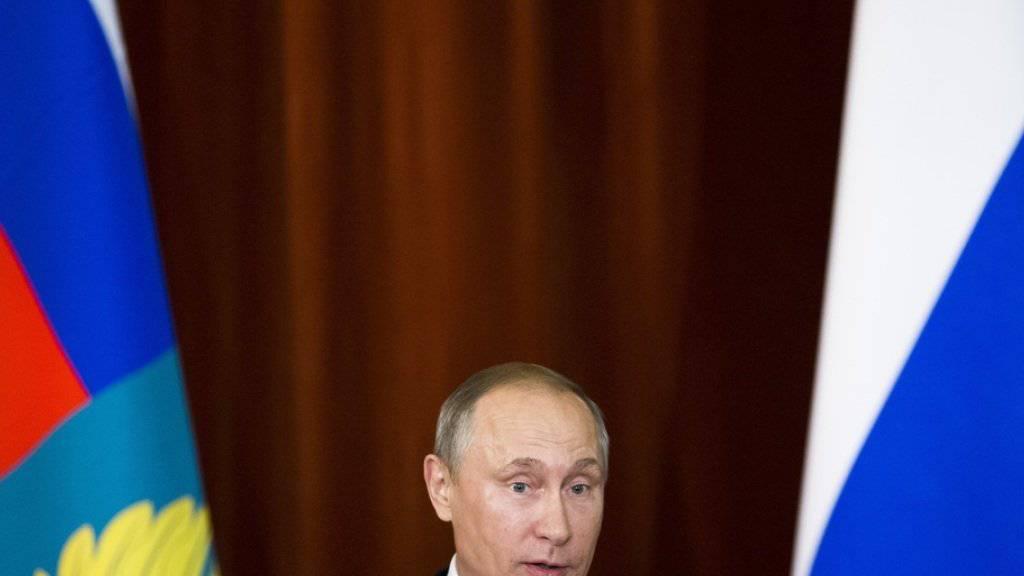 Der russische Präsident Putin spricht vor dem diplomatischen Korps. Der NATO wirft er konfrontative Schritte vor.