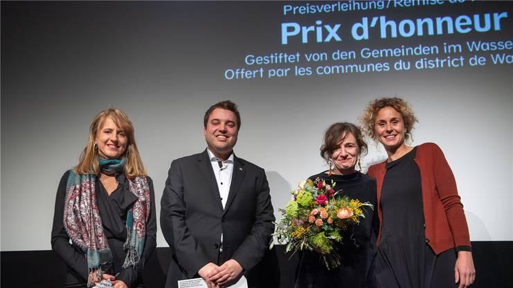 V.l.: Seraina Rohrer, Simon Wiedmer als Vertreter des Wasseramts (Gemeindepräsident Kriegstetten), Giorgia de Coppi und Michela Pini (Produzentin).