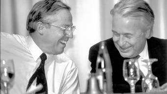 SVP-Tribun Christoph Blocher (l.) und Franz Blankart 1992, im Jahr der Abstimmung über den Europäischen Wirtschaftsraum EWR. Blankart hatte diesen Vertrag für die Schweiz verhandelt.