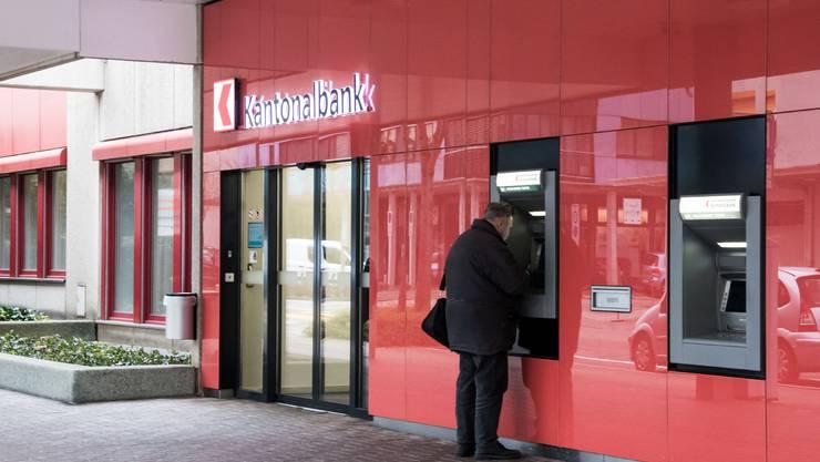 Eine Filiale der Basellandschaftlichen Kantonalbank wurde überfallen. (Symbolbild)