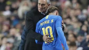 Brasiliens Nationaltrainer Tite muss Neymar verletzt auswechseln