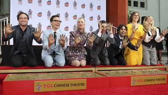 "Die Hauptdarsteller der Comedy-Serie ""The Big Bang Theory"" am Mittwoch in Hollywood (v.l.n.r): Johnny Galecki, Jim Parsons, Kaley Cuoco, Simon Helberg, Kunal Nayyar, Mayim Bialik und Melissa Rauch."