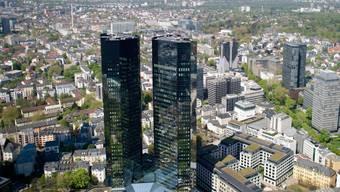 Am Hauptsitz der deutschen Bank in Frankfurt ist es am Dienstag erneut zu einer Razzia gekommen. (Archiv)