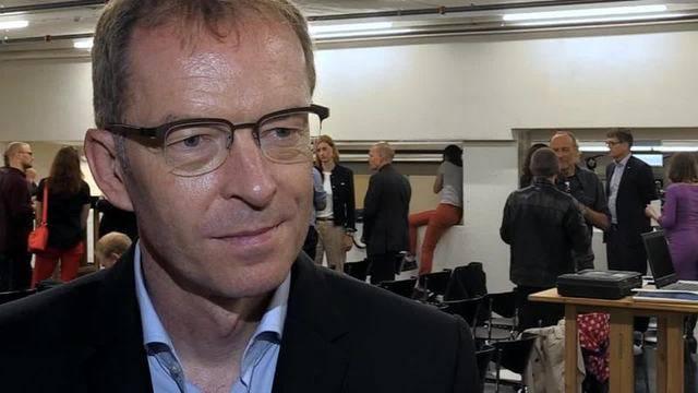 """Stadtrat Daniel Leupi: """"Die Glassteinlösung mit dem bunten Stadion finde ich ein witziges Element"""""""