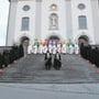 Am 2. Advent traten die Männer aus der Wohler Kirche, auf die die Kinder seit Generationen jedes Jahr gespannt warten: die zehn St.Nikoläuse am grössten Chlausauszug des Aargaus.