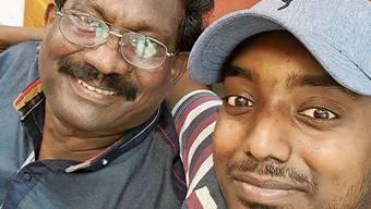 Vaguleyan Kanesalingiam (rechts) mit seinem Vater.