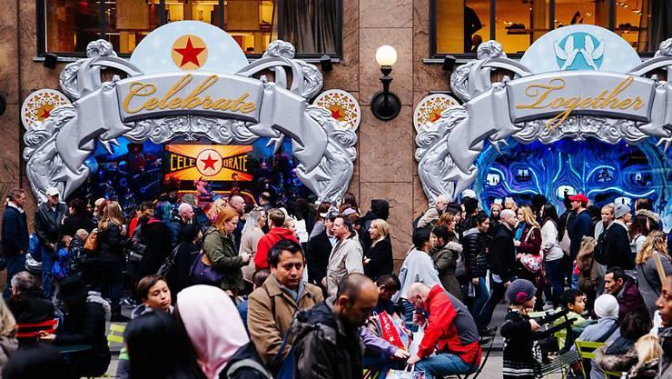 """Rabattjäger vor Macy's in New York: Für Detailhändler ist der """"Black Friday"""" der wichtigste Tag im Jahr. Sie verlieren aber zusehends Terrain an Web-Shops."""