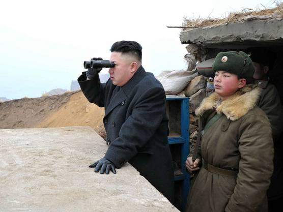 Nordkoreas Staatschef Kim Jong Un lässt die Raketen in Bereitschaft versetzen (Archiv)
