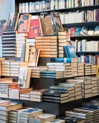Für günstige Preise kann man die Bücher kaufen.