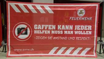 Banner gegen Gaffer: So will der  Sicherheitsverbund im sanktgallischen Wil Gaffer vergraulen.
