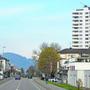 Auf der Zürcherstrasse in Neuenhof könnte in ein paar Jahren die Limmattalbahn verkehren.