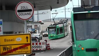 Nach dem Fahrplanwechsel sollen GA, Halbtax und Schweizer Tageskarte auf der Fahrt nach Weil am Rhein nicht mehr gültig sein. (Archiv)