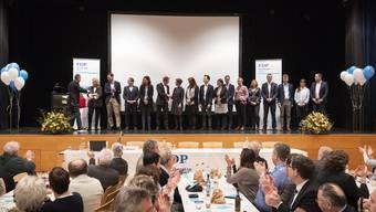 Diese 16 Kandidatinnen und Kandidaten sollen im Herbst vier Nationalratssitze für die FDP Aargau holen.