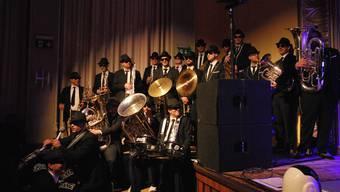 Die 22 Musiker der Bieranjas haben in ihrem stilechten Blues Brothers-Outfit am Jubiläumsanlass Vollgas gegeben.