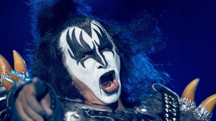Gene Simmons ist Sänger und Bassist der US-Rockband Kiss, die 1973 gegründet wurde.