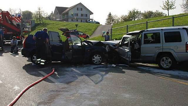 Der Unfall ereignete sich auf der Hauptstrasse in Pfäffikon (Bild: Kantonspolizei SZ)