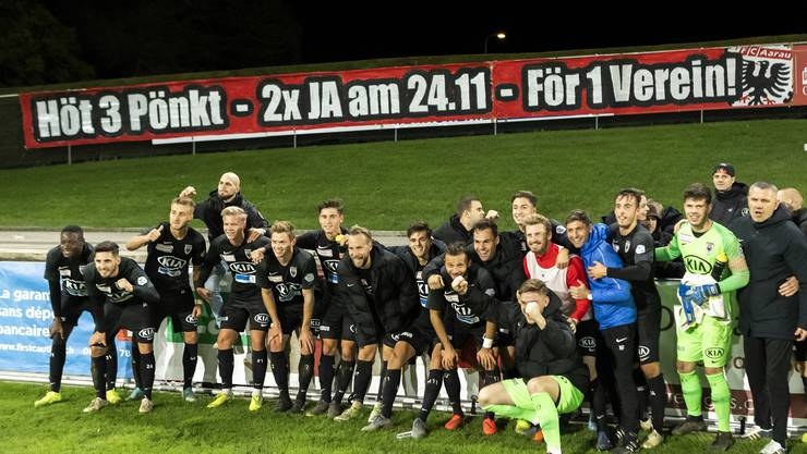 Gleich mit 2:0 darf der FC Aarau in Nyon vom Platz gehen. Markus Neumayr sorgte dabei fast im Alleingang für den Sieg gegen Lausanne-Ouchy.