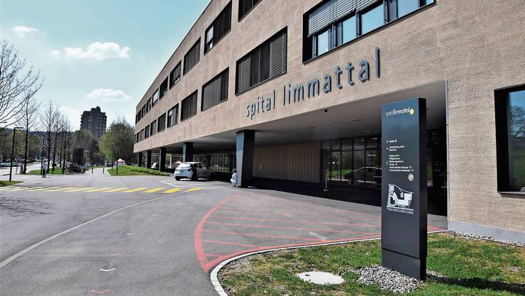 Es ist ruhig beim Spital Limmattal: Das Limmi ruft Personen mit schweren Schmerzen auf, den Arzt aufzusuchen. Kapazitäten seien trotz Coronavirus vorhanden.
