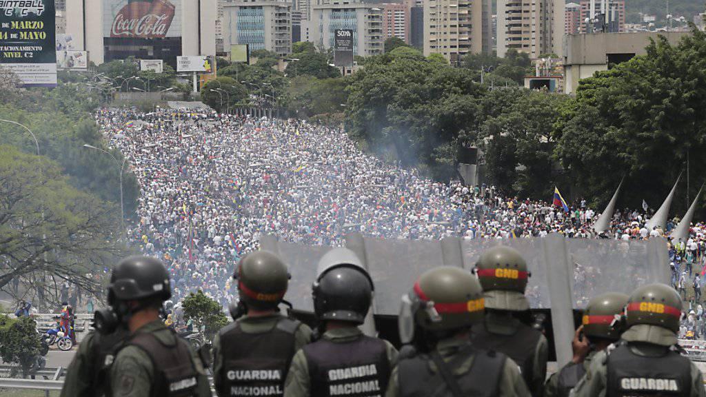 In Venezuela hat es nun offenbar sogar massenweise Verhaftungen im Militär gegeben. (Archivbild)