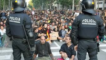 Sitzstreik vor dem Parlament in der katalanischen Hauptstadt