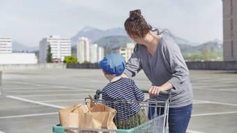 Schweizerinnen und Schweizer schämen sich, arm zu sein.