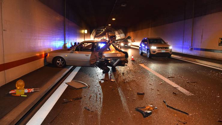 Ein Auto bliebt aufgrund einer Panne im Birchitunnel stehen.