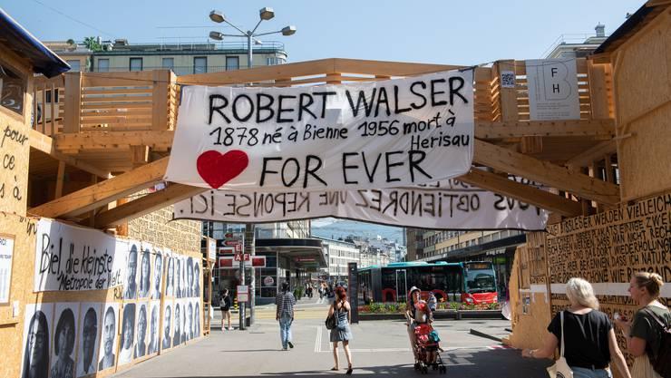 Thomas Hirschhorn feierte in Biel Robert Walser und die Kunst.