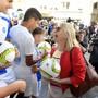 Gegner und Befürworter des neuen Fussballstadions auf dem Hardturm-Areal empfingen am Mittwochabend die Zürcher Gemeinderätinnen und Gemeinderäte und machten auf ihre Anliegen aufmerksam.