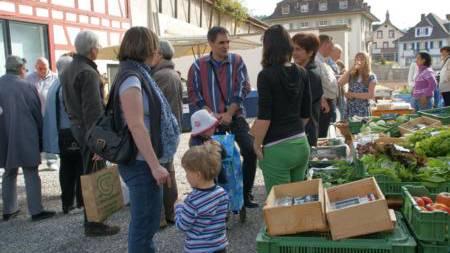 Der Schöftler Wochenmarkt bietet frische Produkte aus der Region direkt von den Produzenten