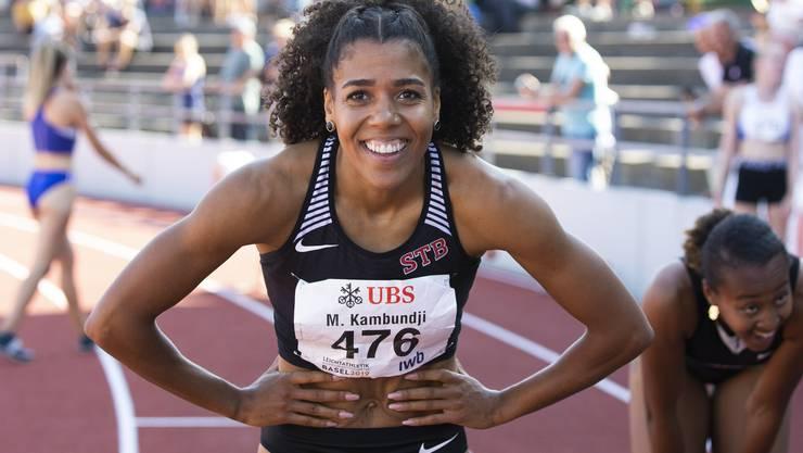 Mujinga Kambundji freut sich im Ziel über ihren Schweizer Rekord.