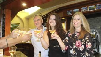 Champagnerlaune in der Bar, in der das Rekord-Los gekauft wurde.