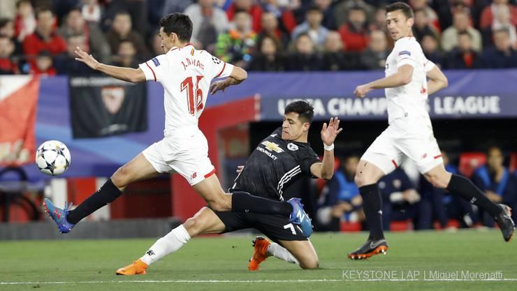 Manchester Uniteds Alexis Sanchez gegen Sevillas Jesus Navas