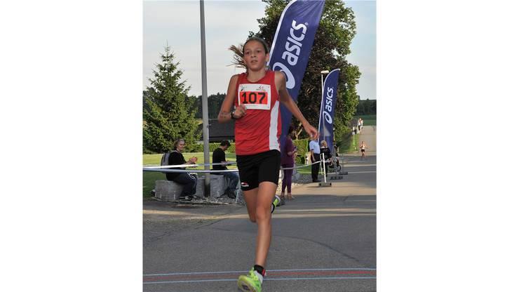 Die erst 14-jährige Delia Sclabas gewinnt bei den Frauen.
