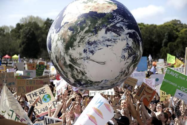 In Australien blieben mehrere Zehntausend Schüler aus Protest gegen unzureichende Massnahmen der Politik gegen den Klimawandel dem Unterricht fern.