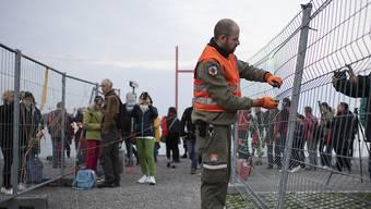 Der doppelte Grenzzaun zwischen dem schweizerischen Kreuzlingen und dem deutschen Konstanz wird abgebaut.