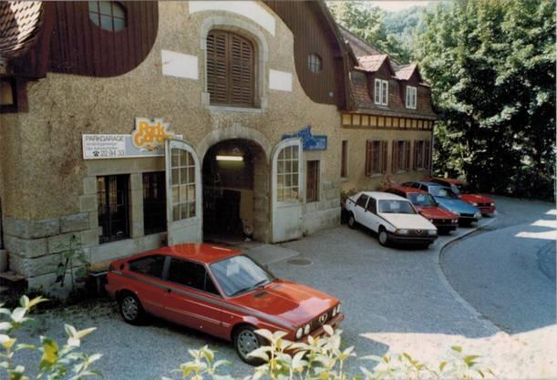 1983 wurde die «Parkgarage» an der Parkstrasse beim Kurpark eröffnet, daher der Name. 1986 wich die alte Stallung einer Wohnüberbauung.