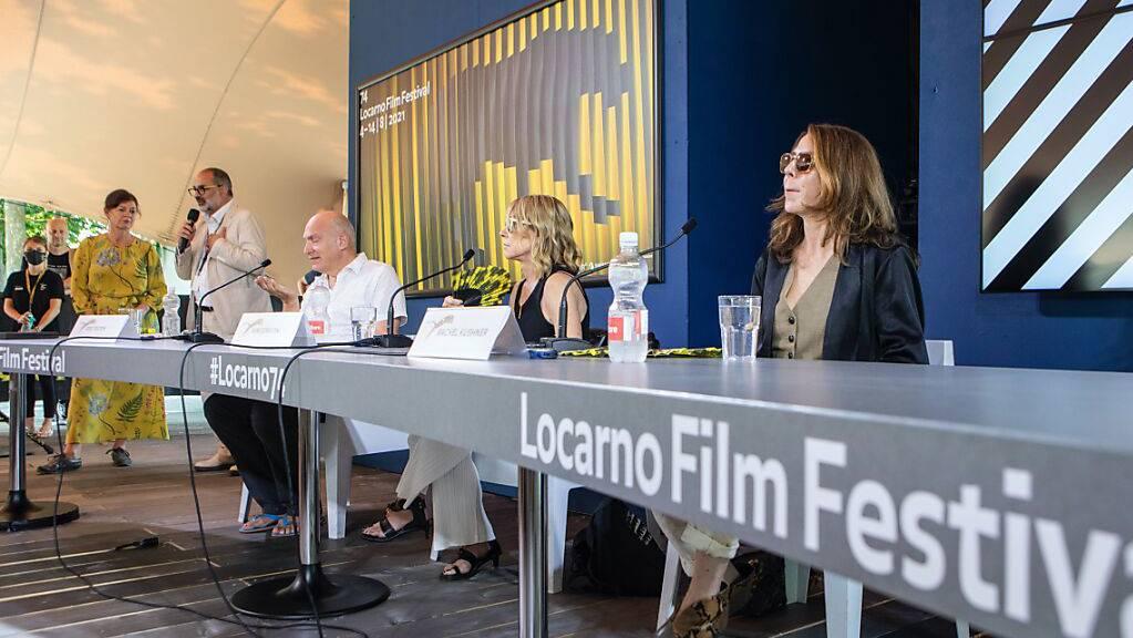 Musikerin Kim Gordon (Mitte) und Schriftstellerin Rachel Kushner (rechts) haben im Rahmen des 74. Locarno Film Festival über ihre Arbeit gesprochen.