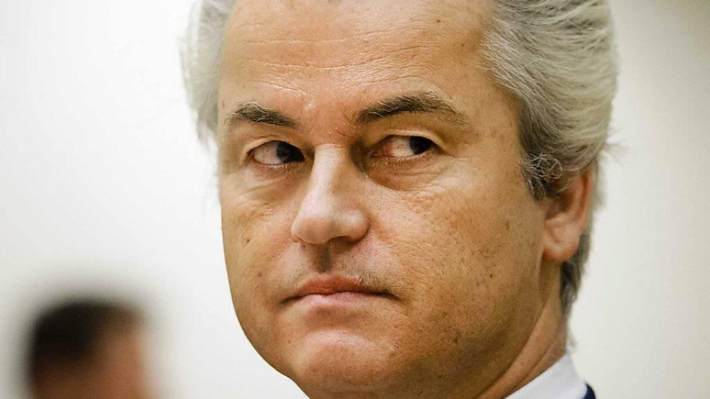 Rechtspopulist Geert Wilders soll wegen rassistischer Beleidigungen und Anstachelung zum Hass gegen Marokkaner eine hohe Geldstrafe bezahlen. (Archiv)